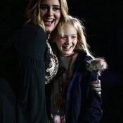 Photo PA Images, Adele with fan Lila